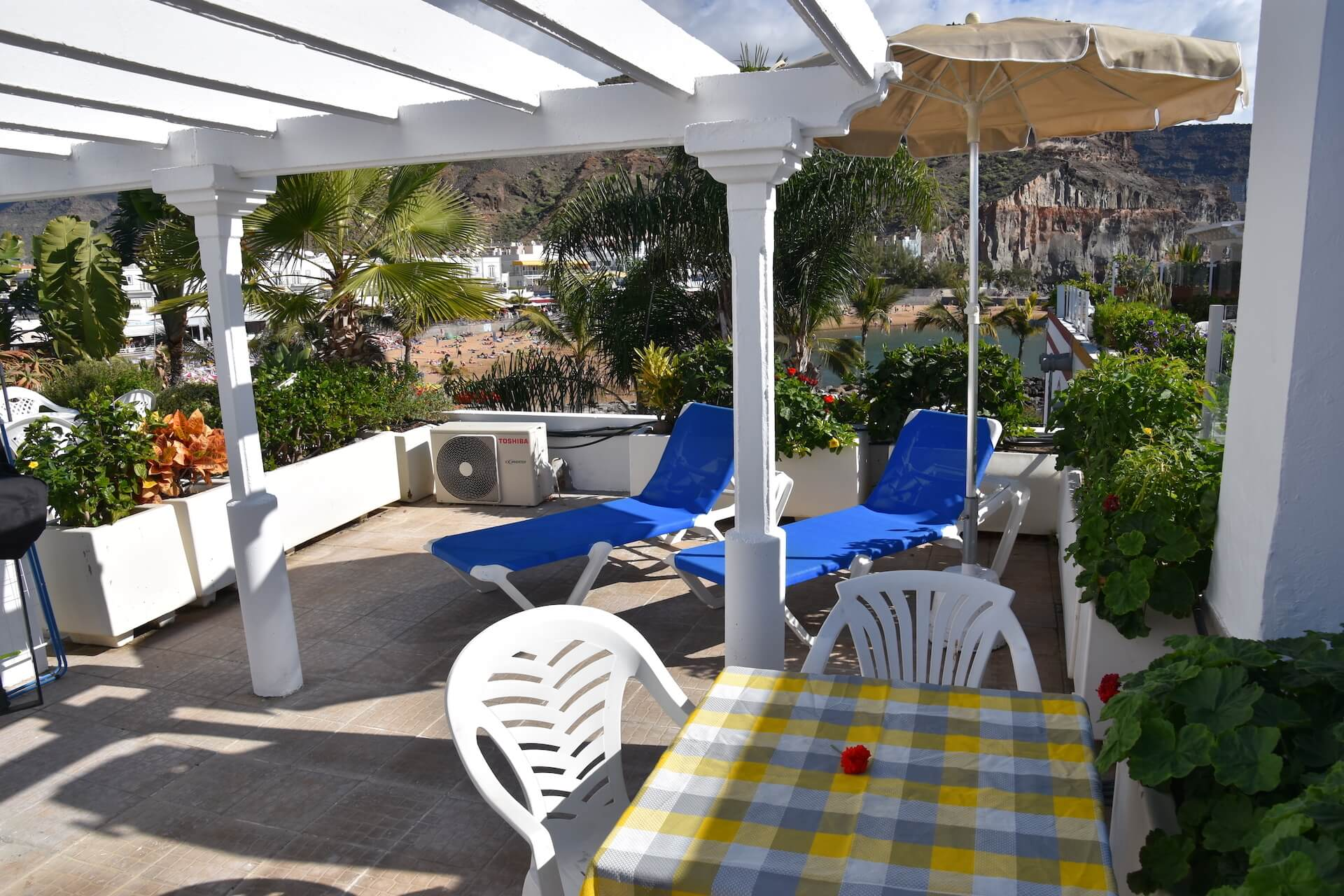 one bedroom apartment with roof terrace beach view On apartments with big balconies