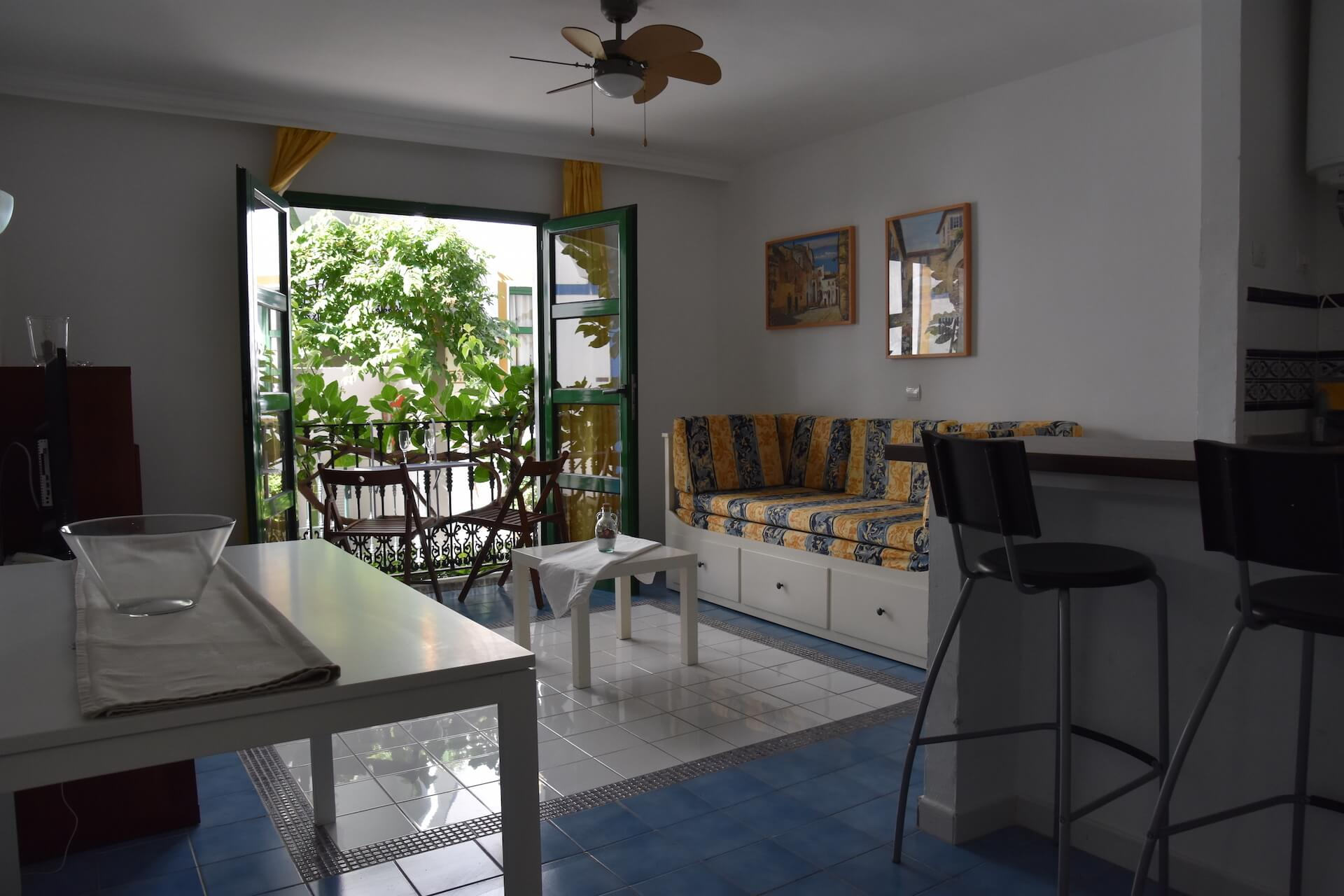 One bedroom with french balcony luxury holiday for The balcony apartments