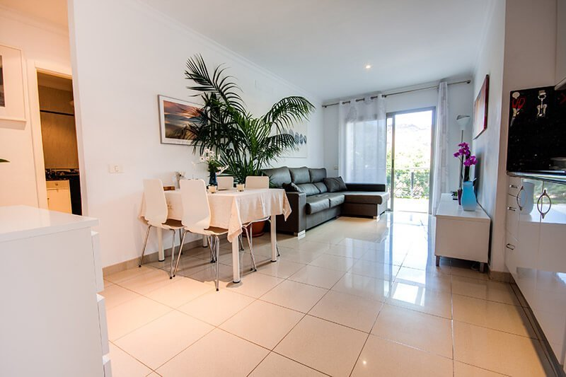 Two bedroom beachfront with terrace and a mountain view luxury holiday apartments puerto de mog n for Mountain view 2 bedroom apartments